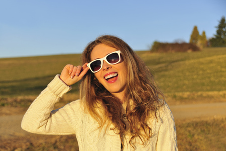 eagerly: Woman in sunglasses in rural field