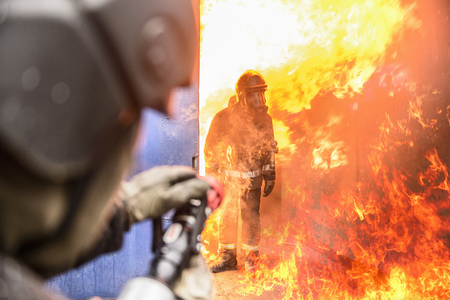 jeopardizing: Firefighters in simulation training