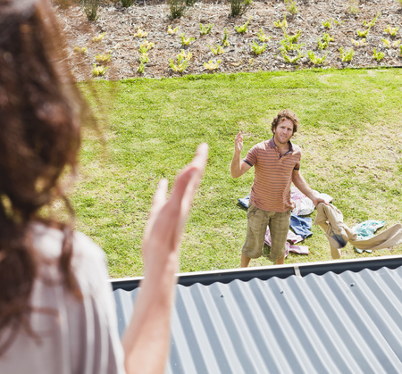 adverse: Woman arguing with boyfriend in backyard