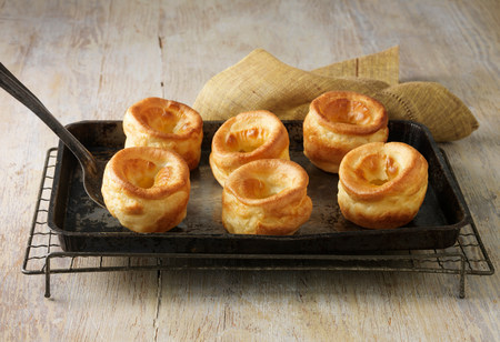 flavouring: Beef dripping Yorkshire puddings on metal baking tray and wire rack LANG_EVOIMAGES