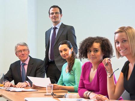 通信: Office colleagues in meeting