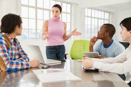 通信: Casual business meeting LANG_EVOIMAGES