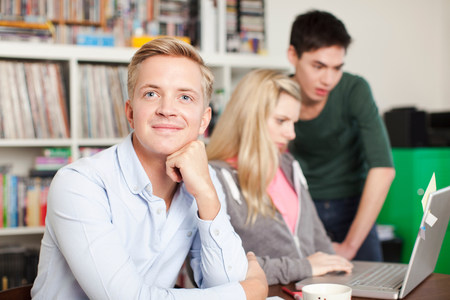 pubertad: Retrato, estudiantes, estudiar