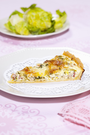 Plate of quiche with salad LANG_EVOIMAGES