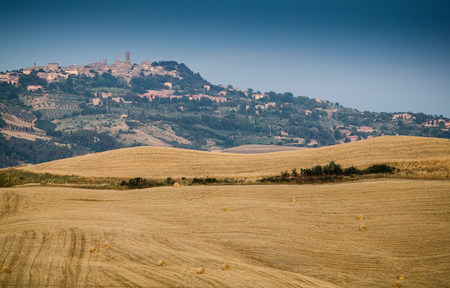 urban idyll: Harvested fields,Tuscany,Italy LANG_EVOIMAGES