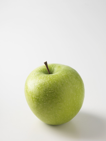 saturating: Close up of green apple