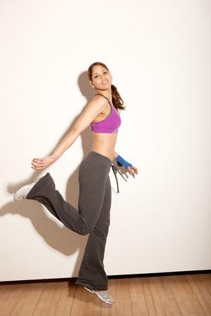 buen vivir: Joven, mujer, estirar, gimnasio