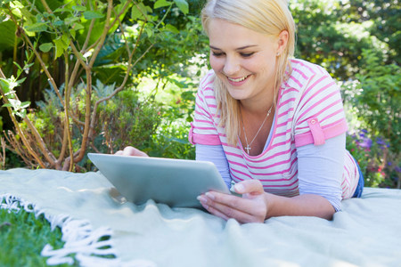 Young woman using digital tablet LANG_EVOIMAGES