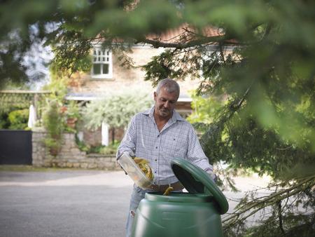 Man composting food scraps LANG_EVOIMAGES