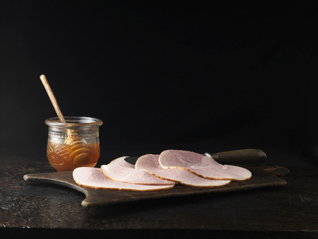uncomplicated: Jar of honey with plate of ham LANG_EVOIMAGES