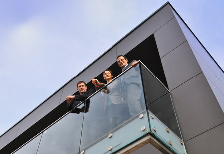 Three office colleagues on balcony,low angle LANG_EVOIMAGES