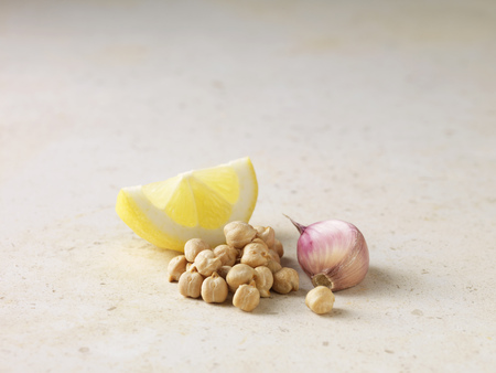 uncomplicated: Close up of lemon,chickpeas and garlic