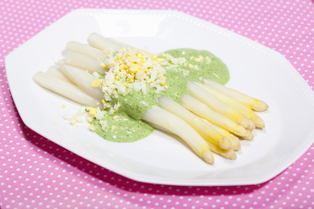 uncomplicated: Plate of asparagus in sauce