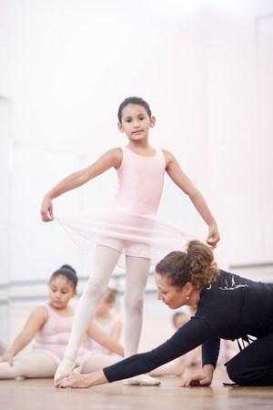 panty hose: Teacher adjusting young ballerinas pose