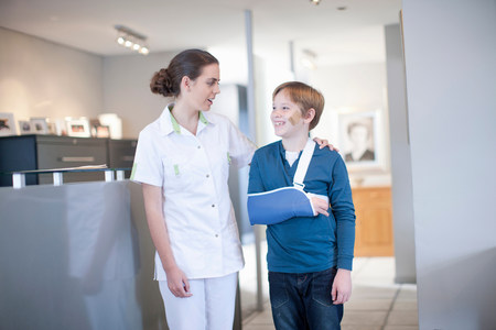 receptions: Nurse with young patient in reception