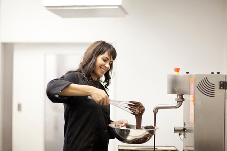 flavouring: Woman with mixing bowl and melted chocolate LANG_EVOIMAGES
