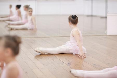 panty hose: Young ballerina looking at mirror