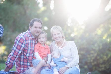 Portrét rodiny s dvěma dětmi LANG_EVOIMAGES