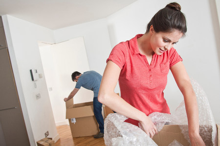 Young couple moving and unpacking LANG_EVOIMAGES