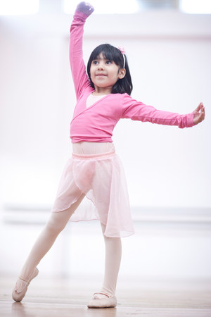Young ballerina in pose LANG_EVOIMAGES