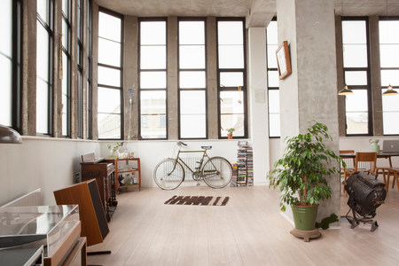 spotlight: Apartment interior with retro style LANG_EVOIMAGES