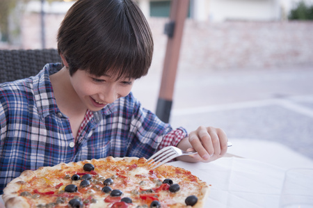 preadolescent: Boy with pizza
