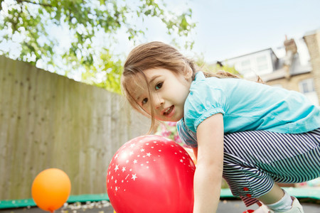 3 4 years: Young girl playing in garden with balloons LANG_EVOIMAGES