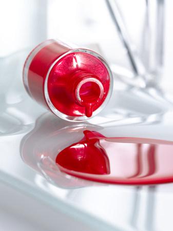 Spilt bottle of nail polish LANG_EVOIMAGES