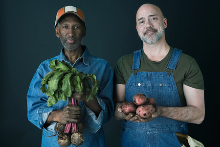 Farmers with vegetables LANG_EVOIMAGES