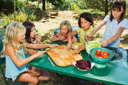 6 7 year old: Girls preparing vegetables