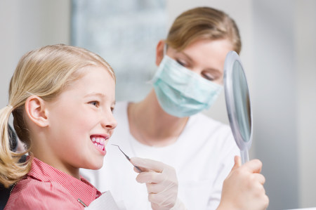 scaler: Girl and dental hygienist LANG_EVOIMAGES