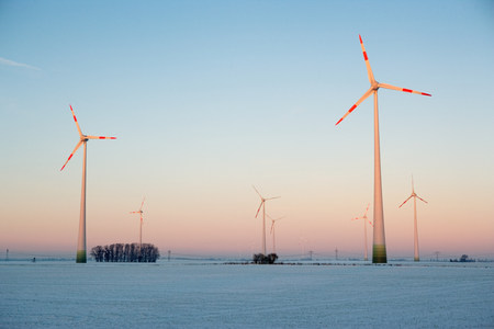 wintry weather: Wind farm in winter LANG_EVOIMAGES