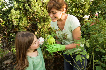 fragrant: Mother and daughter in garden LANG_EVOIMAGES
