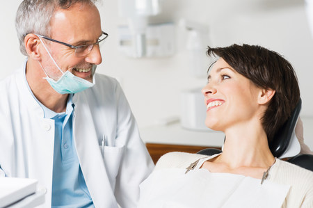 30 35 years: Dentist and patient