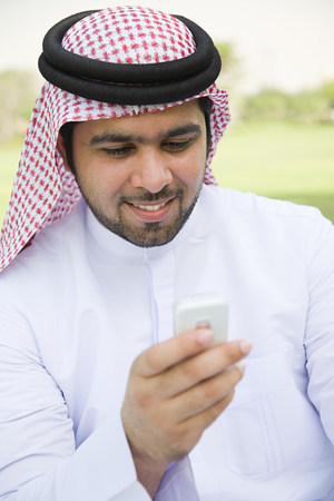 A young man using his cell phone LANG_EVOIMAGES