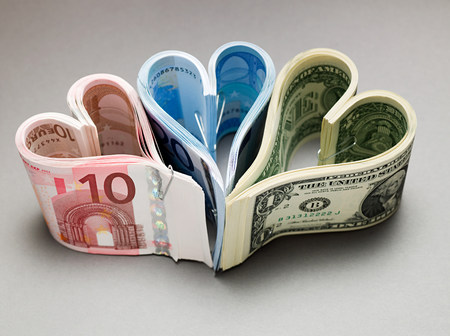 bodegones: Banknotes in heart shapes