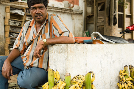 looking at viewer: Man selling bananas in mysore india LANG_EVOIMAGES