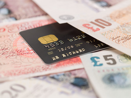 gb pound: Credit card and banknotes