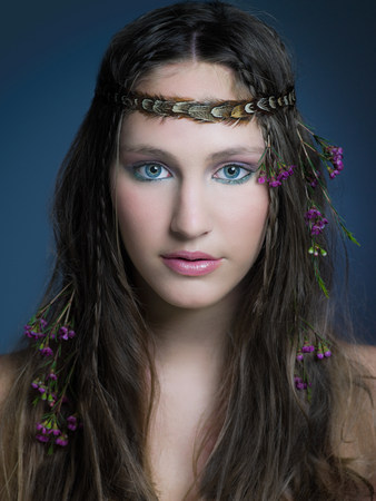 vintage: Girl with flowers in hair LANG_EVOIMAGES