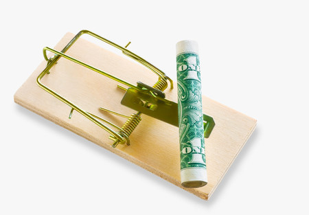 Banknote on a mousetrap LANG_EVOIMAGES