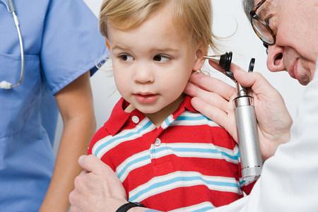 3 year old: Doctor looking in boys ear