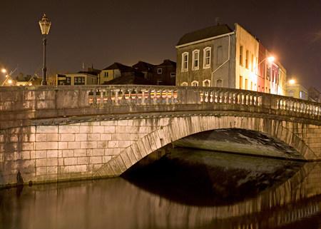 street lamp: Parliament street bridge and lee river cork LANG_EVOIMAGES
