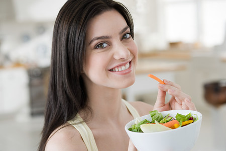 impulsive: Young woman eating salad LANG_EVOIMAGES