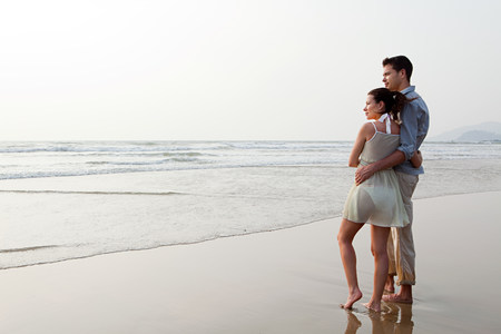 honeymooner: Couple looking out to the ocean