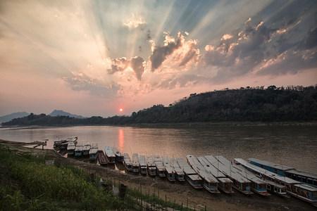 Mekong river luang prabang laos