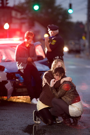 Young people and police officer at scene of car crash LANG_EVOIMAGES