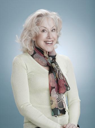 Portrait of a smiling woman LANG_EVOIMAGES