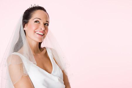 A smiling bride LANG_EVOIMAGES