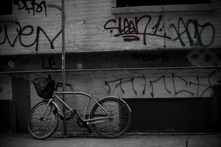 bad condition: Bicycle and graffiti on wall LANG_EVOIMAGES