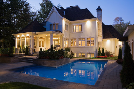 housing lot: House with swimming pool